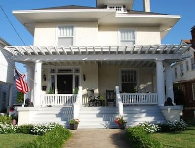 Averett Univ area  - Historic home - Danville