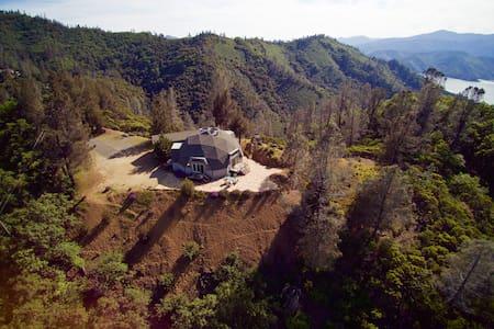 Rolland & Heidi Baker's Shasta Lake House - Maison