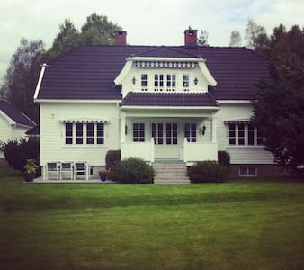 Villa med gangavstand til sjøen - Dům