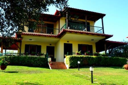 Cozy mezonet 100m away from sea -  Agios Nikolaos - Villa