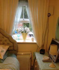 Touch and Go Bed & Breakfast - Farnborough - Bed & Breakfast