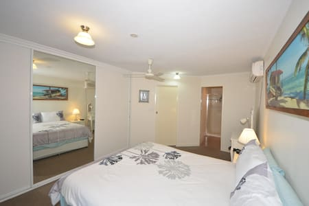 Lamberts Beach B&B En-Suite,TV,WiFi - Slade Point - Bed & Breakfast