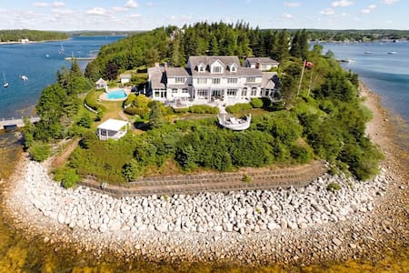 One-of-a-kind Oceanfront Estate - Ház