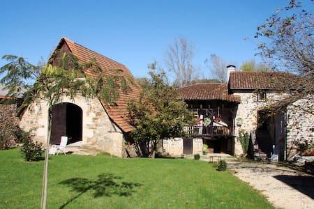 La Ferme Laroque - Saint-Constant - Rumah