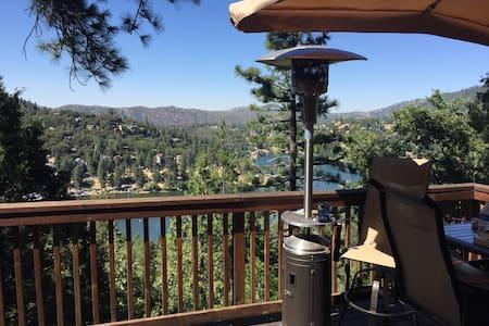 Misty Mountain Manor. Lake Views. - Ház