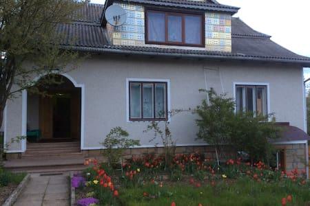 Вікторія - Ház