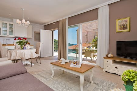 Villa Boban-Apt Harmony w sea view, terrace & pool - Dubrovnik - Lägenhet