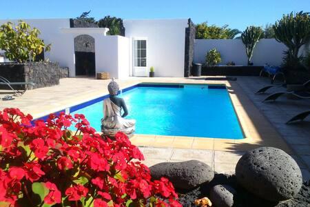 Room terraza baño privado en Villa - Villa