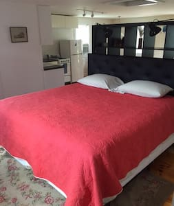 Lg Studio Apt. for Two; 10 min. drive to Ptown - Provincetown - Departamento