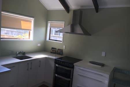 Convenient Townhouse in College Estate - Whanganui - Casa a schiera