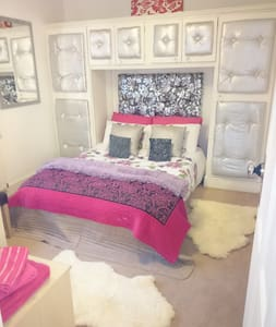 Modern  BOUTIQUE double room - A Old Church Rd
