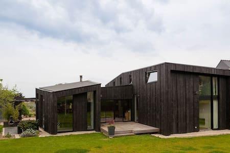 Maison d'architecte à 300m de la plage - House