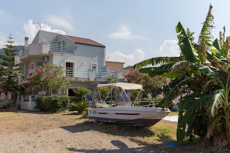 Bella Villa sulla Spiaggia con vista Isole Eolie - Mongiove - Vila