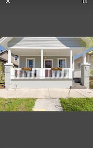 Charming bungalow close to downtown - Tampa - Bungalow