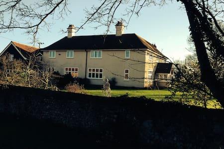 Farmhouse wing in pretty countryside - Ousden - Bed & Breakfast