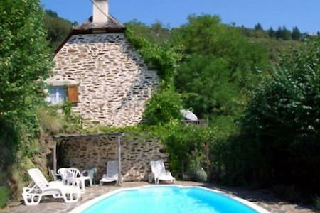 Lovely renovated stone cottage & private pool - House