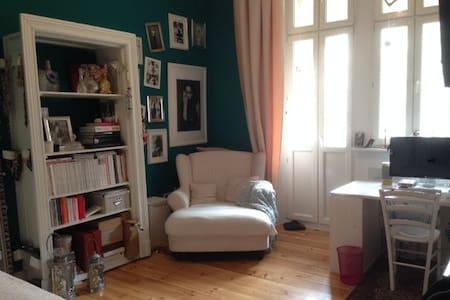 Altbauzimmer in schöner WG - Apartment