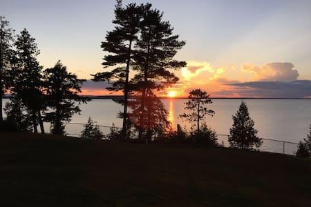 Champlain Lakefront  Vermont Incredible Views - Almhütte
