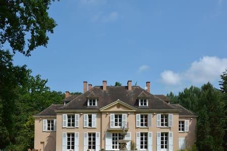 CHÂTEAU NEAR PARIS - Yvelines