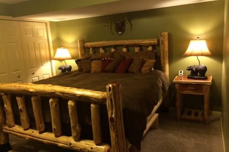 The Bear Room @ Riverside Retreat - Bed & Breakfast