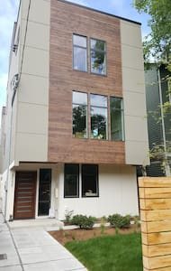 Brand New 2 Bedroom Suite, Close-in! - Seattle - Bed & Breakfast