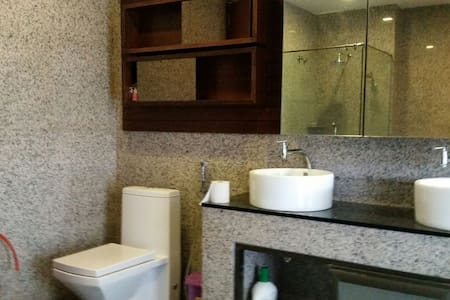 4 Person Family Master Bedroom - Bandar Sungai Long - Bed & Breakfast
