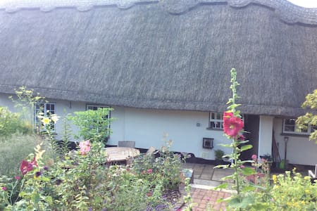B&B in beautiful thatched cottage - Bed & Breakfast