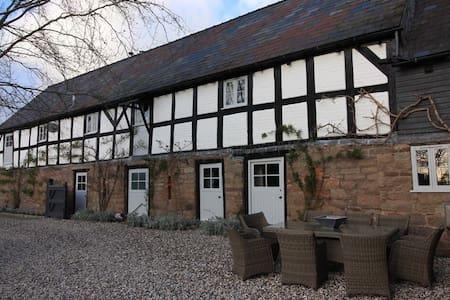 17th Century Cider Barn, Hot Tub,Sauna,pool, salon - Autre