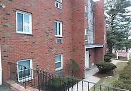 Private 1 bedroom apartment with parking - Belleville