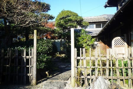 100-year-old exotic Japanese house - Hus