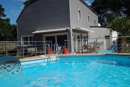5mn de Vannes , maison 5 chb , piscine - House