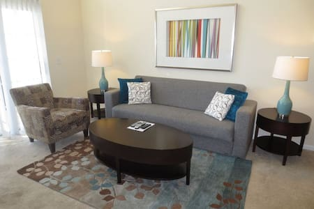 Luxury Stamford 2BR with Pool & Free Parking - Stamford
