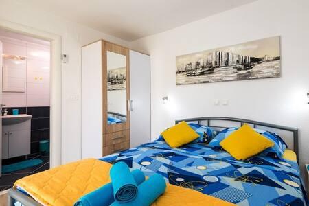 New Bedroom(2+0)Terrace TROGIR :-) - Trogir - Haus