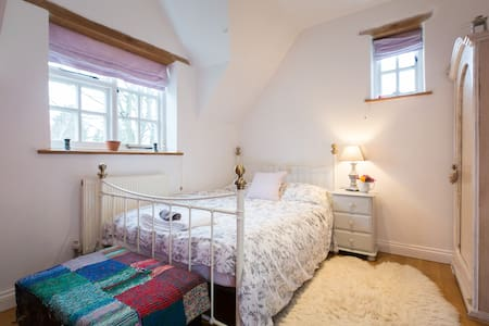 Large double bedroom - Bed & Breakfast