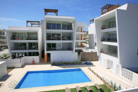 Modern Luxurious Apt With Pool - Limassol