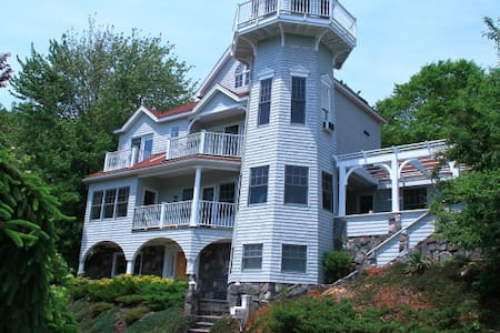 Waterfront Lighthouse Home w/private dock - 키터리(Kittery) - 단독주택