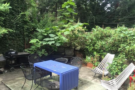 Private Garden Oasis in Brooklyn! - Apartment