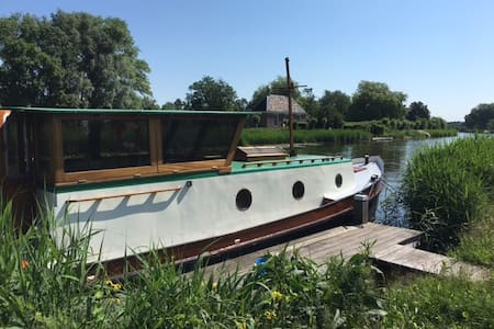 Beautiful Renovated boat on the Amstel river - Bateau
