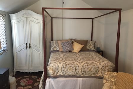 Beautiful guest room in Old Town Loveland - Loveland - Guesthouse