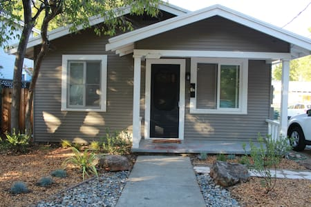Cute Cottage Walking Distance to Stanford - Palo Alto - House