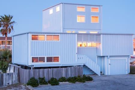 Spacious Beach House - Casa
