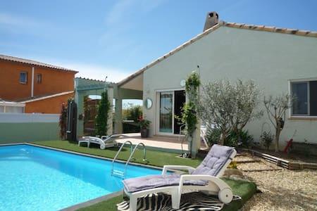 Room type: Entire home/apt Property type: Villa Accommodates: 4 Bedrooms: 2 Bathrooms: 1