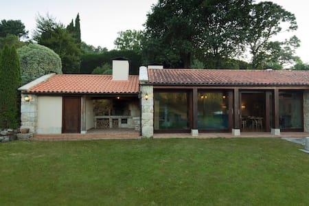 Exclusiva Villa Rural Rías Baixas. 5 hab y piscina - Villa