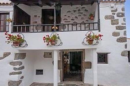 Casa Emblemática  La Cuadra - House