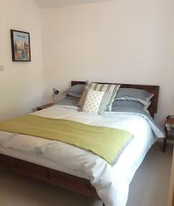 En Suite double room near universities and city - Leeds - Casa