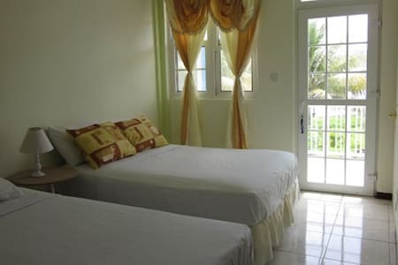 Sea Breeze Inn - B&B (triple room) - Castle Bruce River