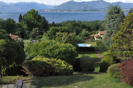 VILLA WITH BEAUTIFUL VIEW ON LAKE - Ranco - Huvila