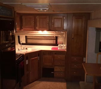 32ft 5th Wheel in an adult RV Park - Wohnwagen/Wohnmobil