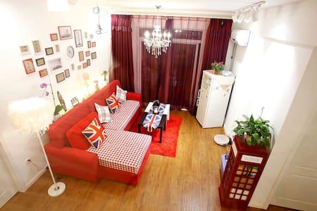 Cute cozy LOFT bed,MRT 4'/阁楼床步行楚河汉街 - Loft