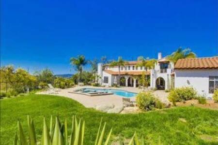 Cozy guest house with pool and jacuzzi - Casa de hóspedes
